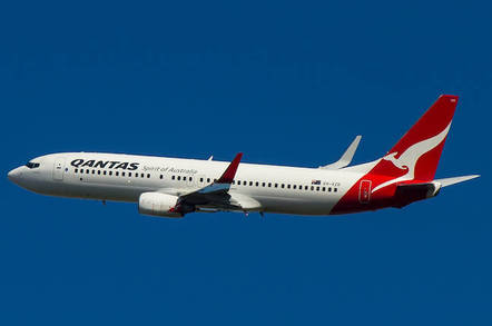 Qantas Boeing 737-838, VH-VZR