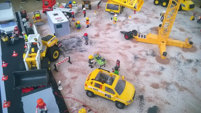 The Playmobil construction diorama