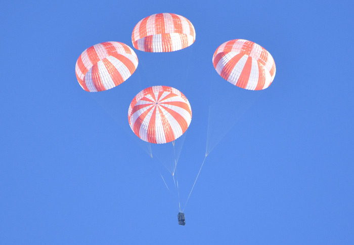 SpaceX tests parachutes to be mounted on Crew Dragon spacecraft
