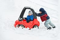 Kids car snow, image via Shutterstock