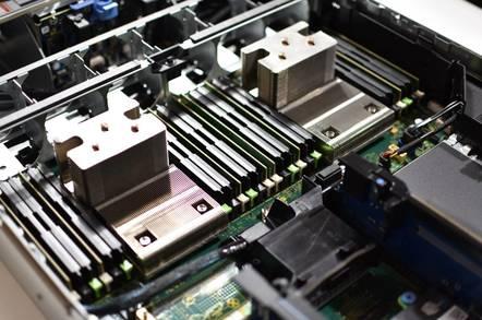 Dell PowerEdge R730: Reg rack monkeys crack smiles over