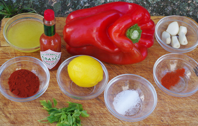 The ingredients to make piri-piri sauce