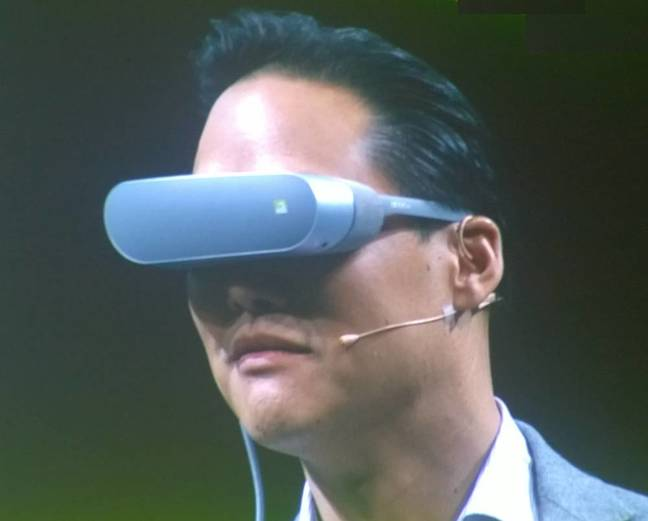 LG demonstrates its VR headset for the G5 smartphone