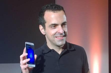 Xiaomi Global VP Hugo Barra shows of the Mi 5 smartphone
