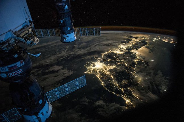 Scott Kelly's image of Japan at night