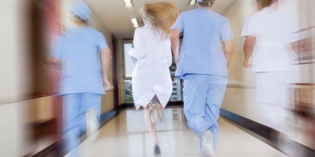 Doctors run to save patient. Photo by Shutterstock