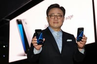 Samsung's mobile chief Koh Dong-jin poses with the Galaxy S7 and its Edge variant  at S7 LAUNCH MARCH 2016. photo via Samsung Press site
