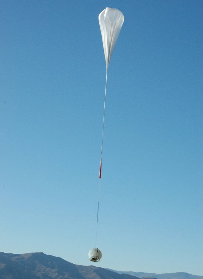 The Kilocat podule lifts off under an enormous helium balloon