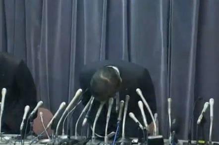 Mitsubishi president bowing in apology