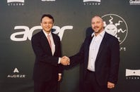 Jason Chen, Acer CEO shakes hands with Starbreeze exec