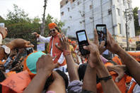 People photographing bollywood actor Vivek Oberoi with smartphones