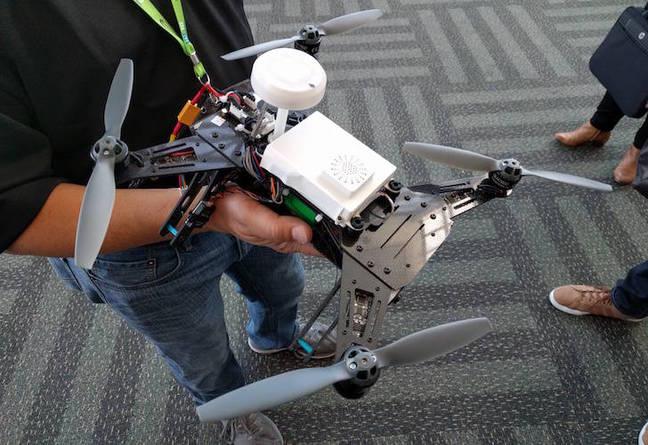 Intel推出根据 Linux x86的自助无人机开发板 自己造无人机不是梦