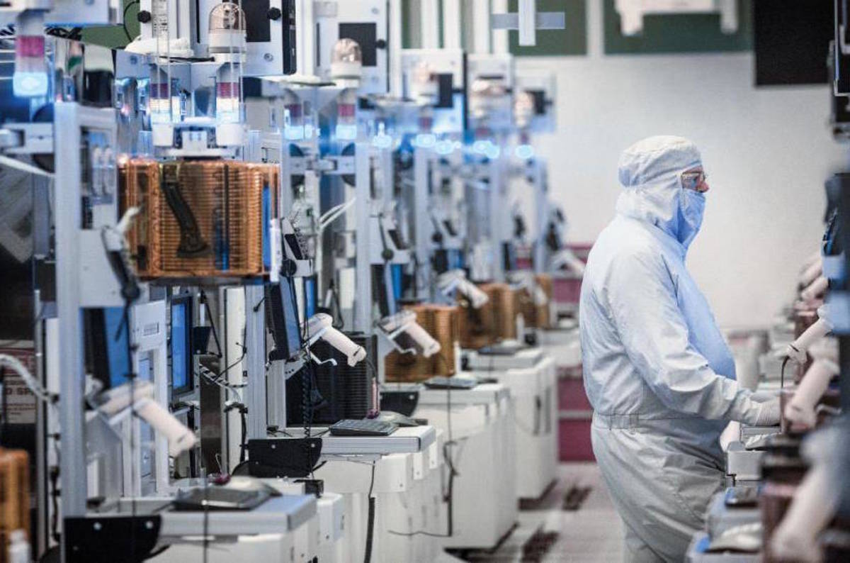 Intel fabs to churn out 10nm ARM chips for LG smartphones ...