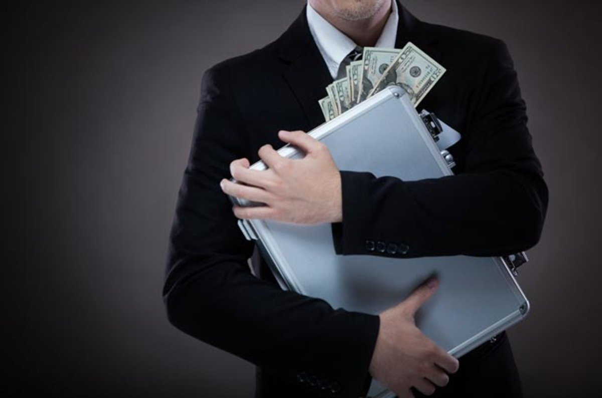 Shutterstock_cash_briefcase