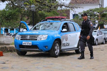 Brazillian police, photo by Tupungato via Shutterstock