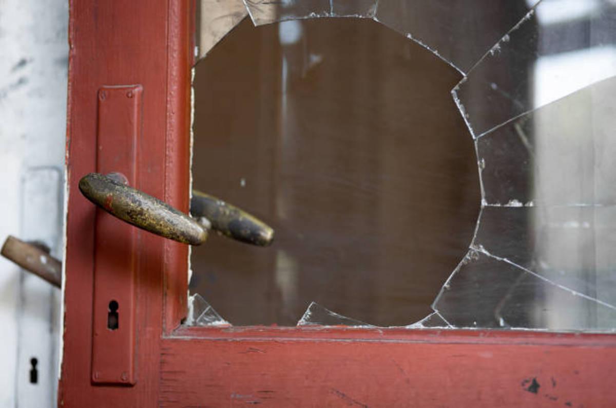 Brokendoorshutterstock