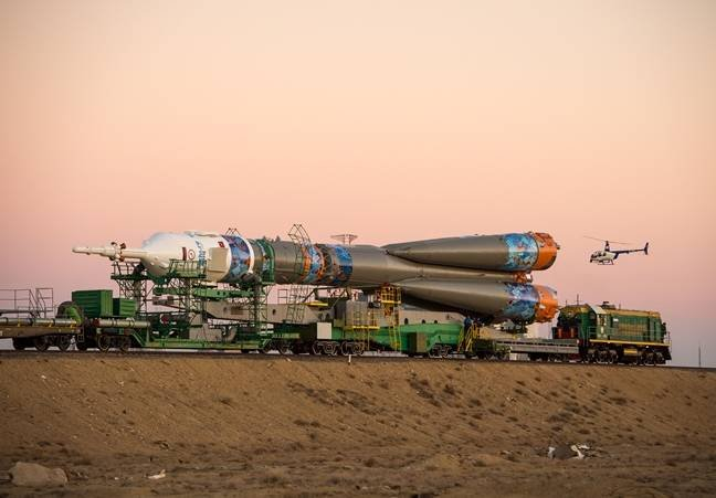 photo image Russian rocket goes BOOM again – this time with a crew on it