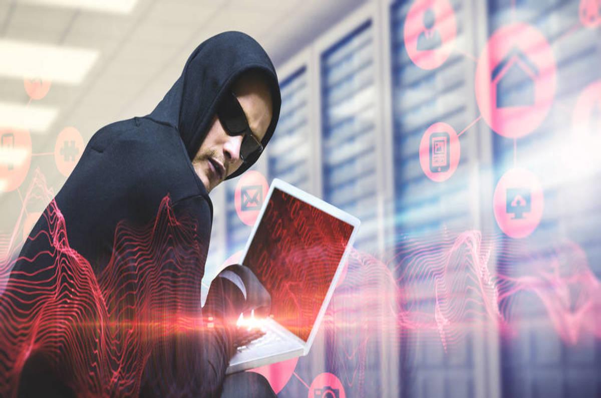 Hacker_on_laptop
