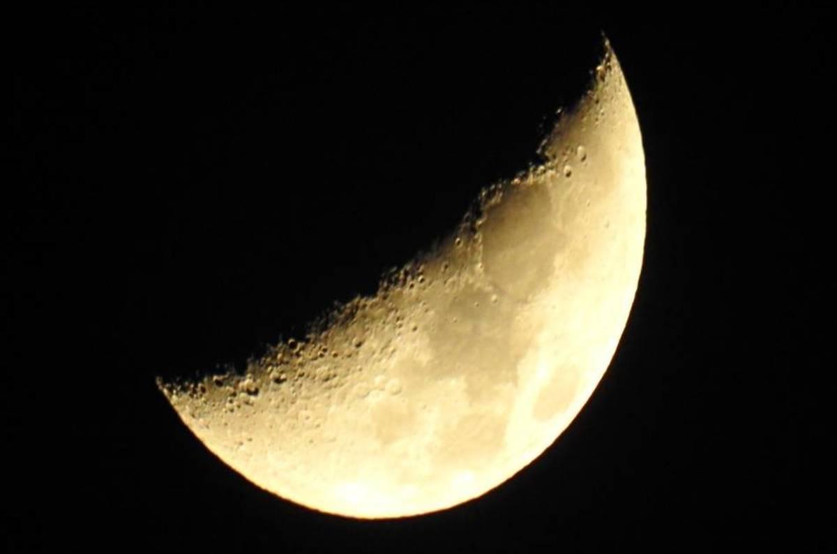 moon.jpg? x = 1200 & y = 794