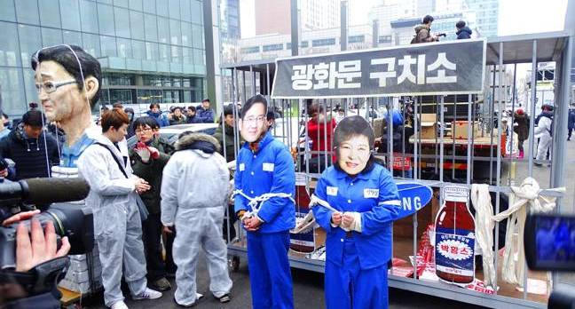 Gangnam calling for punishment of president Park Geun-hye and Samsung chief Lee Jae-yong