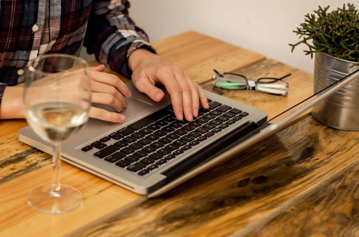 Shutterstock_typing_laptop_wine