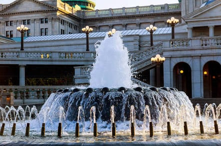 Water fountain at rear of the Pennsylvania State Capitol building in Harrisburg, Pennsylvania. Photo by shutterstock