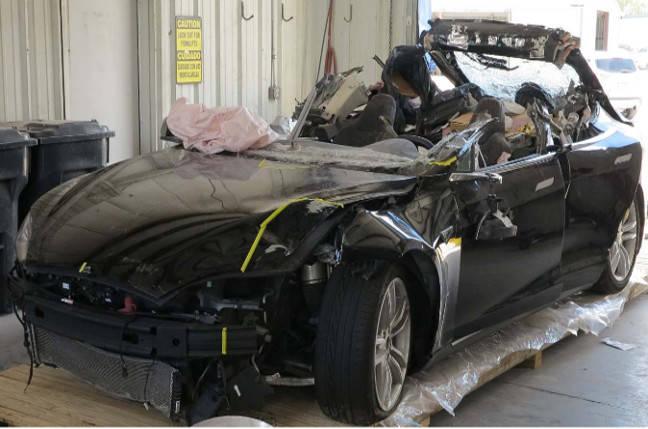 Tesla death smash probe: Neither driver nor autopilot saw