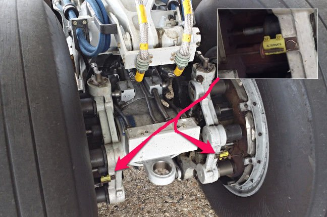 Detail of the starboard landing gear. Inset: the brake condition monitoring pin