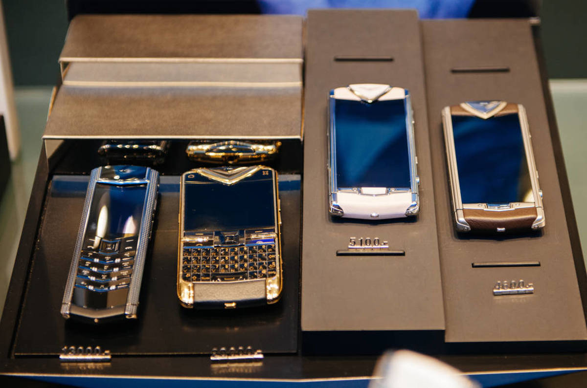 Funnily Enough Charging 163 163 163 163 S For Trashy Bling Phones