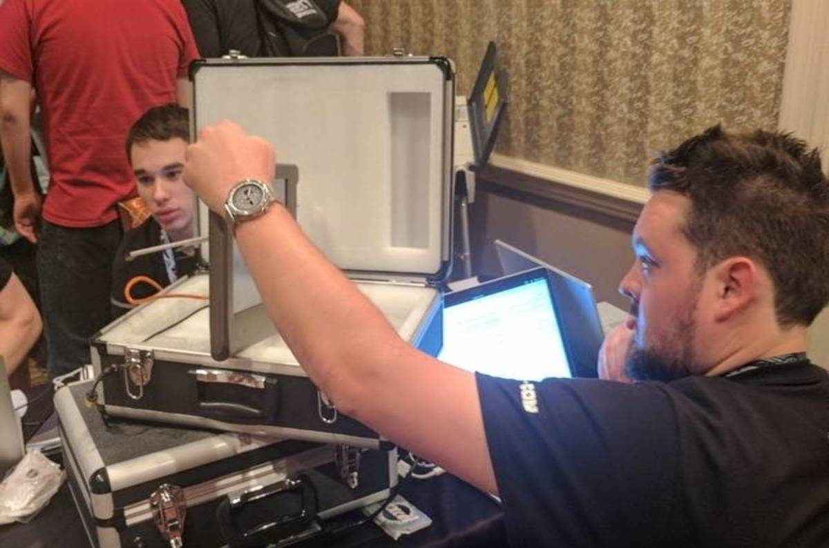 It took def con hackers minutes to pwn these us voting machines the register