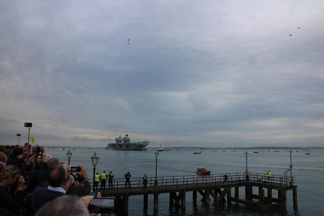HMS Queen Elizabeth arrives in Portsmouth
