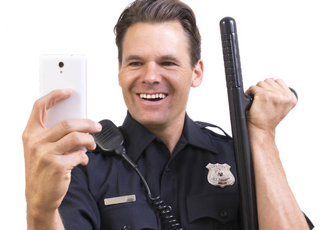 No, the cops can't get a search warrant to just seize all devices in sight – US appeals court