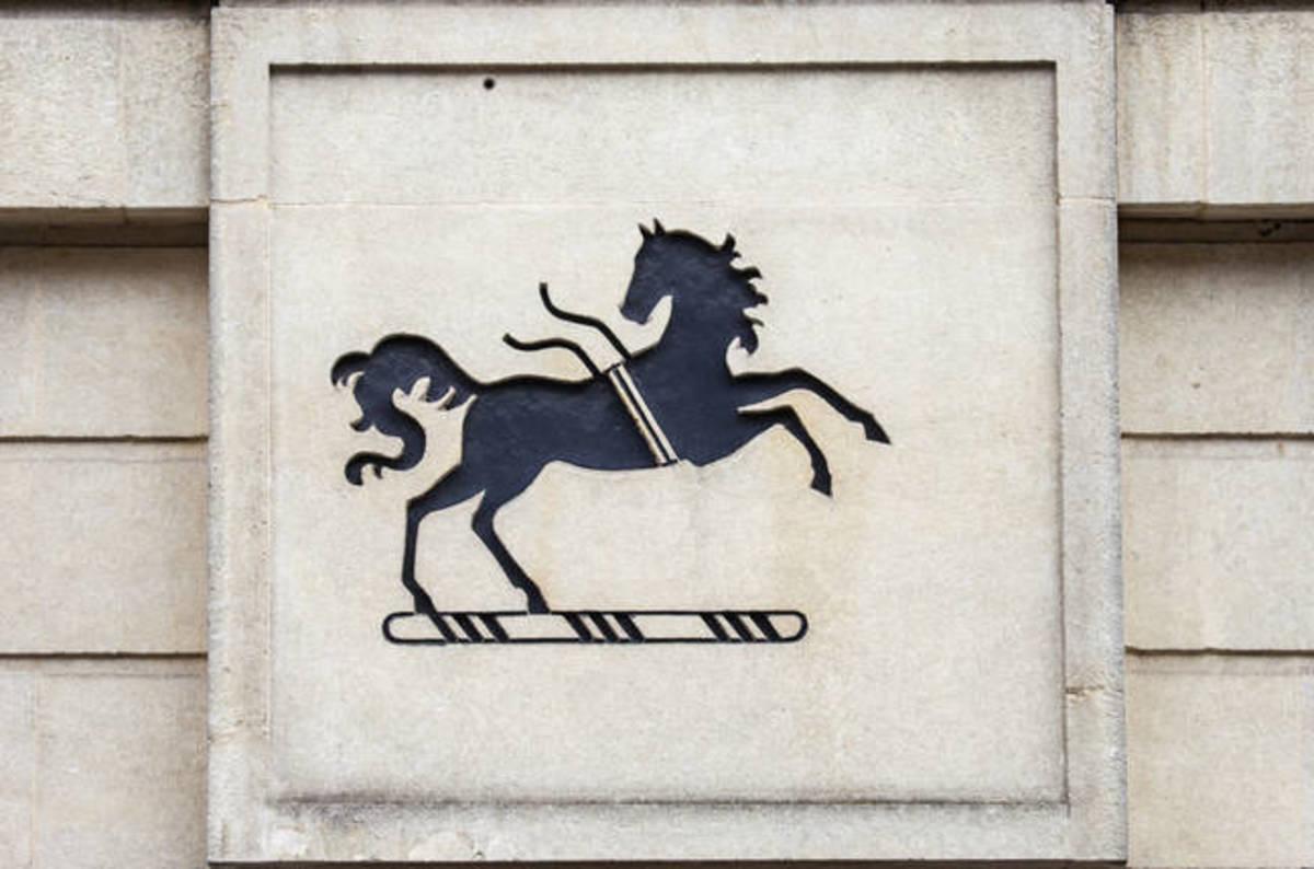 Lloyds\' Avios Reward credit cardholders report fraudulent activity ...