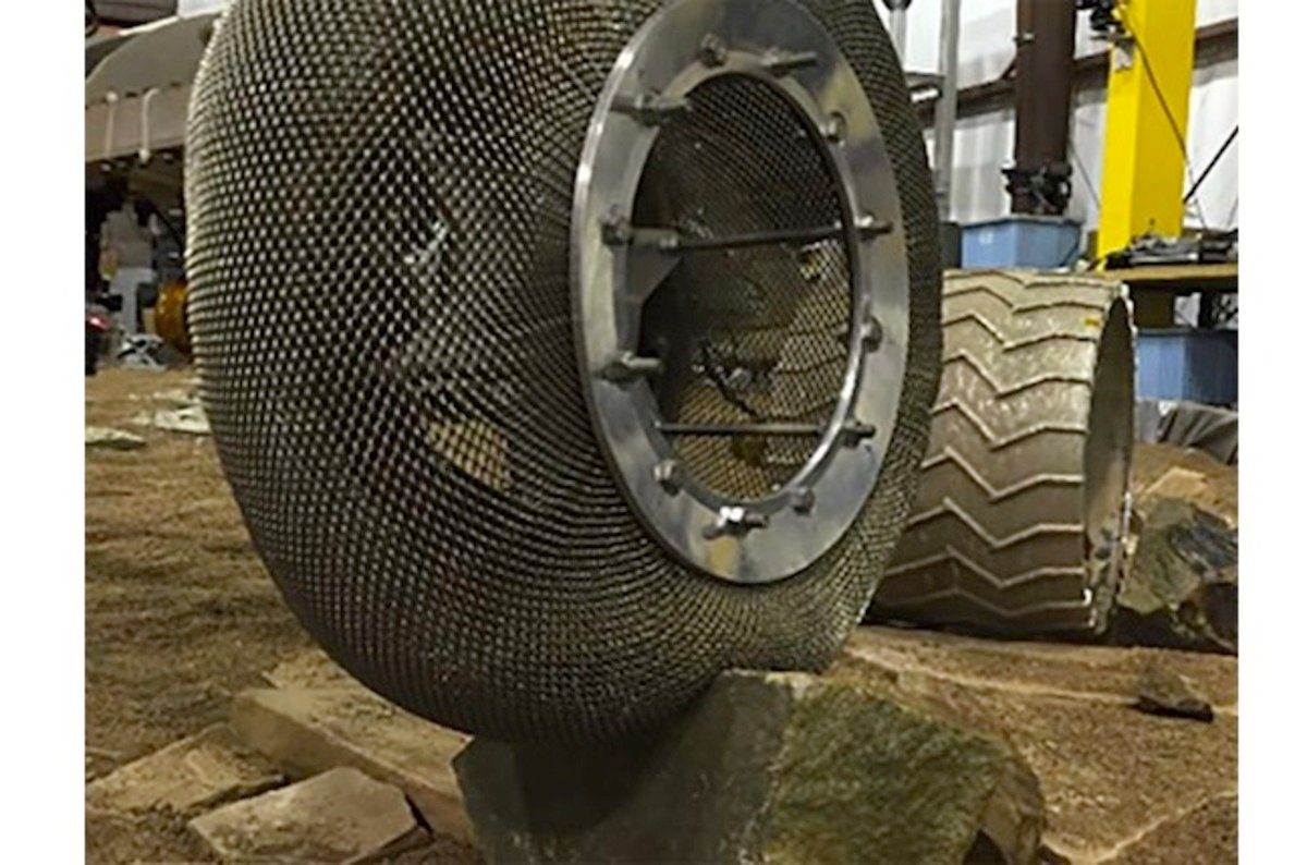 Chainmail tires re-invent the wheel to get future NASA rovers rolling