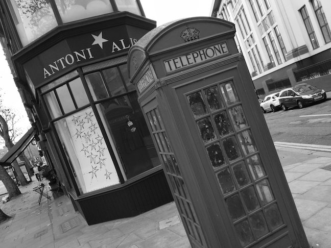 Nokia 8 Sample Photo: Telephone box (mono)