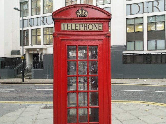 Nokia 8 Sample Photo: Telephone box (colour)