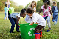 kids play with a container