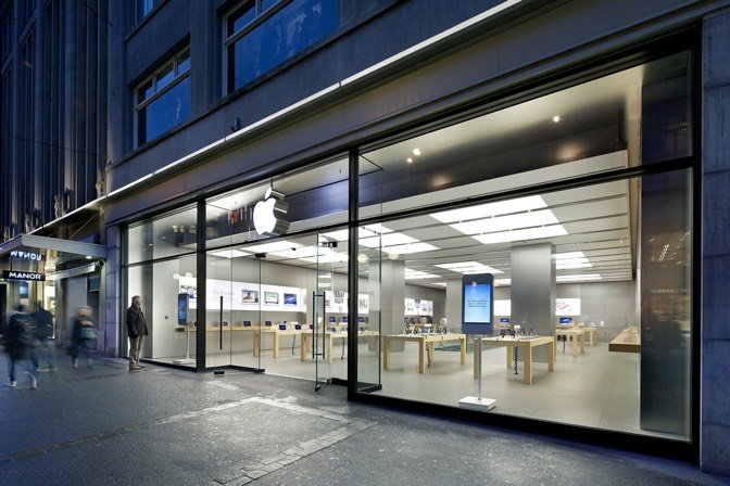 Swiss cheesed off after Apple store iPhone does Samsung Galaxy Note 7 impersonation
