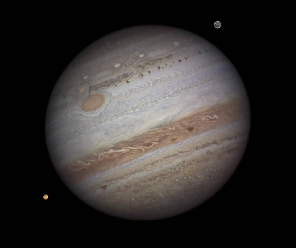 Jupiter is full of mysteries: NASA looked inside the planet