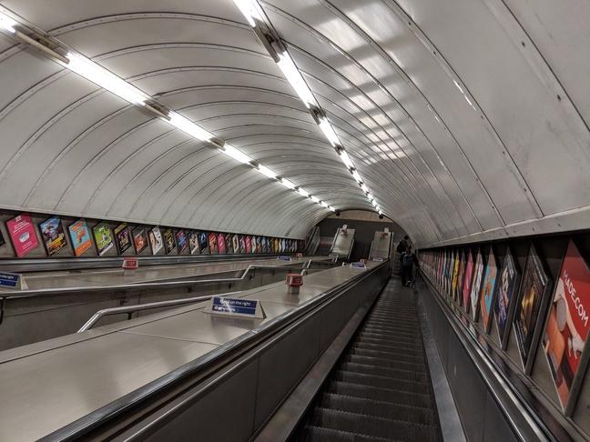 Google Pixel 2 escalator