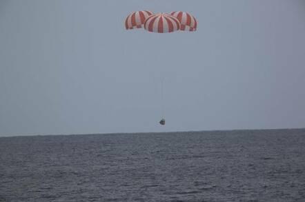 SpaceX Dragon Splashdown (pic: NASA/SpaceX)