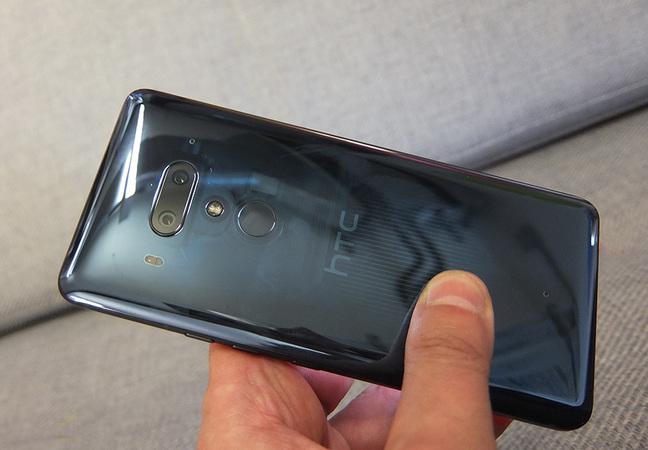 HTC U12 Plus translucent