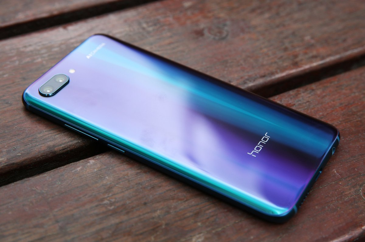 photo image Huawei Honor 10: At £399, plenty of bang for buck - it's a pity about the snaps
