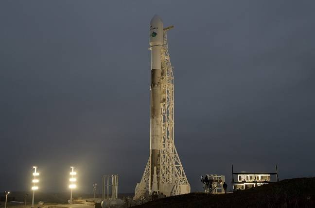 SpaceX launches for two customers, misses a fairing recovery