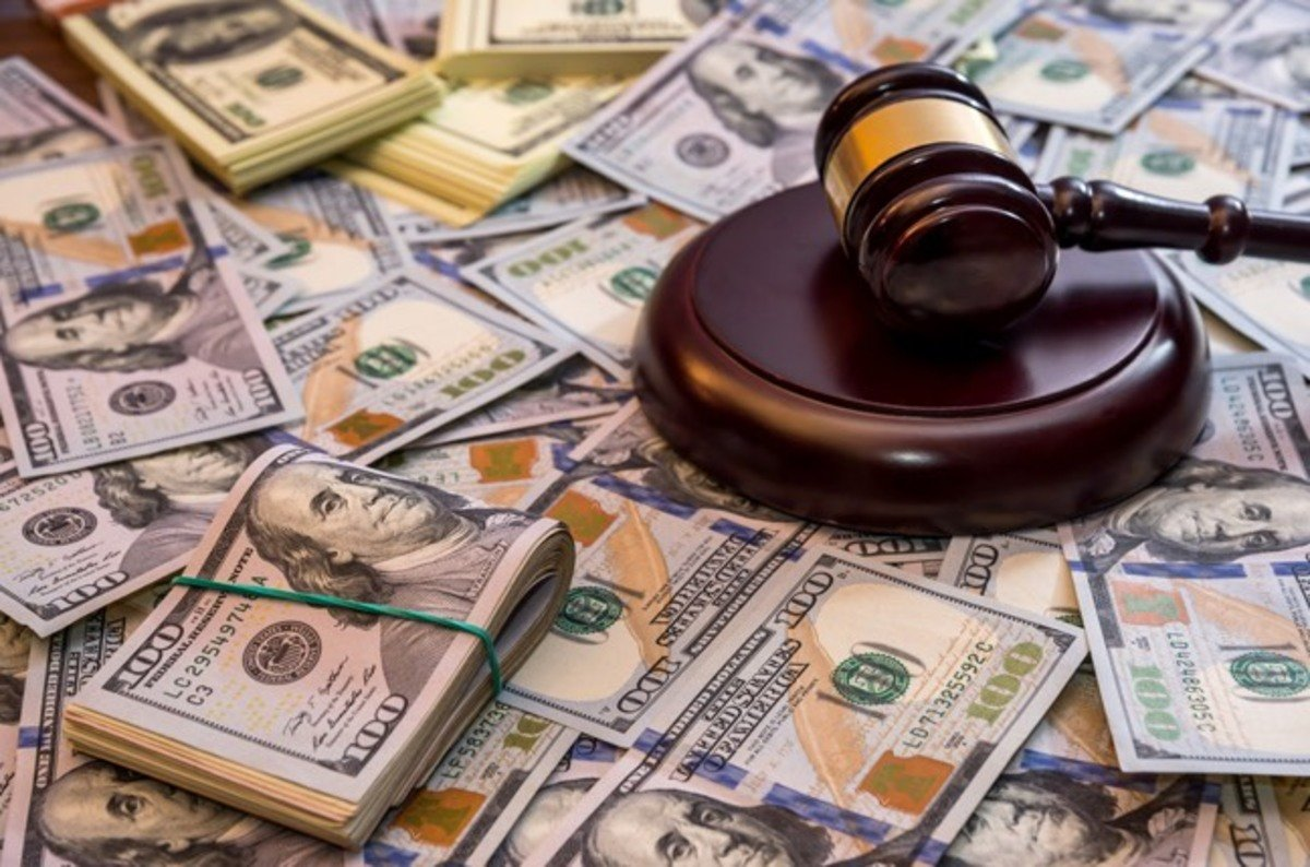foul bills dagger money 800 years of lawyers and lawbreakers