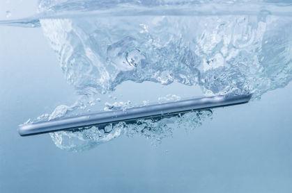 Smartphone falls in water