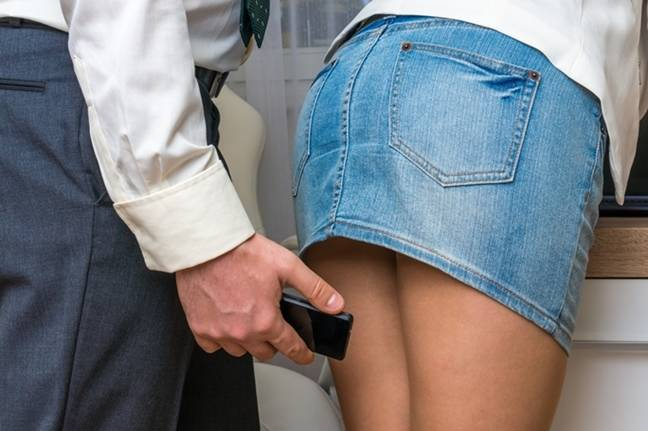 Foot lose: Idiot perv's shoe-mounted upskirt vid camera explodes • The  Register