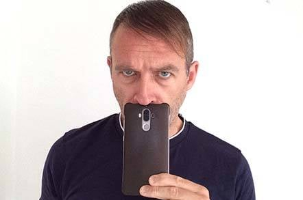 Dabbsy holding a phone 7