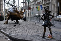 Statue of girl confronting Wall Street bull