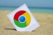 Значок Chrome на песчаном пляже